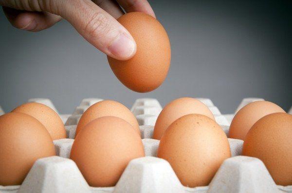 Курячі яйця в паперовому лотку