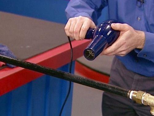 Відігріваємо замерзлий водопровід з поліпропілену за допомогою фена