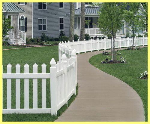 Переваги пластикових парканів для заміських ділянок
