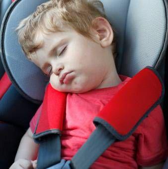 Дитину колише в машині: причини і боротьба з кинетозом