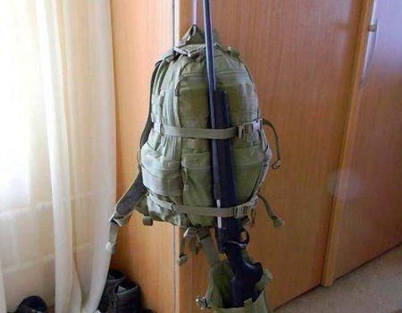 Способи перенесення рушниці на рюкзаку