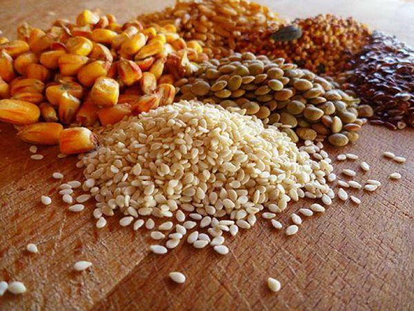 Різноманітність зерна на столі